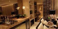 A tendência do uso de cobre na decoração invadiu até os espelhos! Separamos algumas dicas de como utilizar o espelho bronze na decoração da sua casa. Veja