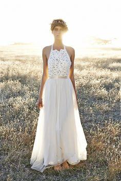 Foto 32 de 37 Vestido de novia con cuerpo bordado y cintura entallada | HISPABODAS