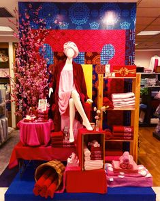 Get our abstract mannequins for OFF today and achieve this colorful window display! Visual Merchandising Displays, Visual Display, Display Design, Store Design, Store Window Displays, Craft Show Displays, Mannequin For Sale, Towel Display, Fashion Mannequin
