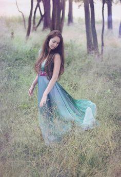 4b3e09b379 Společenské hedvábné šaty pro lesní vílu na zakázku