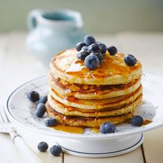 Pancake rapide Discover our quick and easy quick pancake recipe on Actual Cuisine! Greek Yogurt Pancakes, Almond Flour Pancakes, Cinnamon Roll Pancakes, Low Carb Pancakes, Chocolate Chip Pancakes, Pancakes Easy, Fluffy Pancakes, Pancakes Dukan, Cooking Pancakes