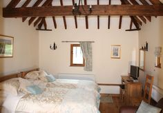 Twin bedroom in The Granary Large Baths, French Restaurants, Large Shower, Shower Screen, Luxury Holidays, Double Bedroom, Heating Systems, Leather Sofa, Solid Oak