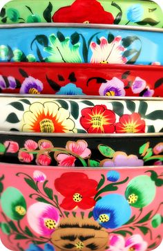 floral patterns Russian bowls, absolutely lovely.