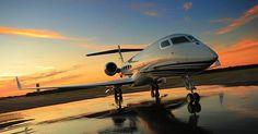 Desde 2015 la compañía Privatefly permite a sus clientes darle dos veces la bienvenida al Año Nuevo en una sola noche. Esta anodina experiencia es posible gracias a que el jet privado más rápido del mundo volará desde Sydney hasta Los Angeles ya que entre una y otra ciudad hay 19 horas de diferencia y el jet tarda 12 horas en recorrer la distancia que separa a las dos urbes. @privatefly #privatefly #volar #vuelo #fly #travel #viajar #trip #añonuevo #fiesta #party #jet #jetprivado #avión…