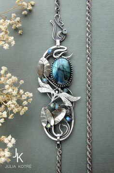 Collar de reliquia de labradorita Art nouveau broche por JewelryJS