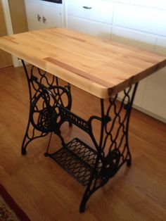 Woodworking Ideas Shed .Woodworking Ideas Shed Antique Sewing Machine Table, Antique Sewing Machines, Sewing Table, Furniture Update, Furniture Making, Diy Furniture, Singer Table, Wood Projects, Woodworking Projects