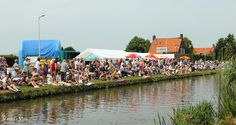 Have you ever noticed what Dutch take when they go to an event like the Floating Parade Westland? #WhatDutchbringtoevent