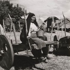 Spinning wool. Artur Pastor. Década de 1950. Montalegre (?).
