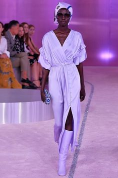 Kate Spade Spring/Summer 2019 Ready-To-Wear Spring Fashion Outfits, Spring Summer Fashion, Runway Fashion, Fashion Show, Fashion Design, Spring Wear, Fashion Boots, Women's Fashion, Black Women Fashion