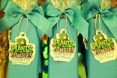 Festa Infantil - Guloseimas Personalizadas - Barra de Chocolate - Plants vs Zombies - Party Decor - Game Party Decor Plants Vs Zombies, Christmas Ornaments, Holiday Decor, Party, Zombie Party, Sweet Like Candy, Kids Part, Fiestas, Parties Kids
