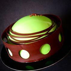 Торт шоколад - малина, шоколадный бисквит без муки, хрустящий слой с миндальным пралине, сырный мусс с ванилью, малиновое желе, мусс из черного шоколада, декор из черного шоколада. #торт #кондитер #испания #гранада #сдадости #безмастики #reposteria #dulce #sueño #paraiso #comer #delicias #cake#pastry #patisserie #cakeart#gastroart#chefstalk#chocolatecake#bon_app#entremet #entremets #pastryart#pavone#
