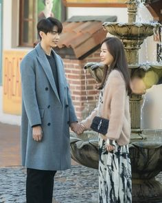 "JTBC's Monday-Tuesday drama ""The Beauty Inside"" has shared new behind-the-scenes stills of Seo Hyun Jin and Lee Min Ki! New Korean Drama, Seo Hyun Jin, Long Jackets For Women, Weightlifting Fairy Kim Bok Joo, Korean Actors, Korean Dramas, Long Winter Coats, Winter Fits, Korean Star"