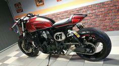 XJR 1300 Cafe Racer Cafe Racer Seat, Cafe Racer Honda, Cafe Racer Style, Cafe Racer Bikes, Motorcycle Seats, Classic Motorcycle, Xjr 1300, Biker Love, Custom Sport Bikes