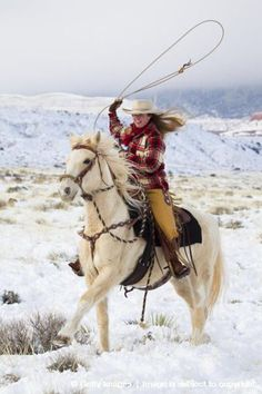 Cowgirl And Horse, Cowboy And Cowgirl, Horse Girl, Cowgirl Style, Horse Love, Western Style, Horse Riding, Trail Riding, Cowgirls