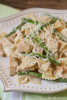 Chicken and Asparagus Pasta - this cheesy, creamy dinner recipe is one the entire family will love!