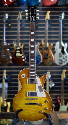 Easy Tips And Tricks On Learning The Guitar. Many people have a lot of respect for those who play guitar. Many people have thought of what it could be like to be a guitar mega star on the big stage. Music Guitar, Cool Guitar, Acoustic Guitar, Guitar Amp, Playing Guitar, Gibson Epiphone, Gibson Guitars, Fender Guitars, Guitar Photos