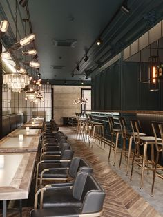 A luxe restaurant interior Restaurant Lounge, Restaurant Design, Farmhouse Stools, Contemporary Bar Stools, Interior Design Programs, Best Flooring, Dark Interiors, Modern Dining Chairs, Interior Decorating