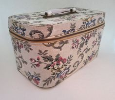 fabulous vintage 1960s makeup case / travel case by Blondy Luggage .. sturdy off…