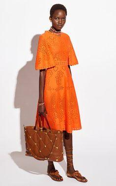 Formal Dresses With Sleeves, Cute Dresses, Beautiful Dresses, Mega Fashion, Womens Fashion, Fashion Trends, International Fashion Designers, Runway Fashion, Fashion Outfits