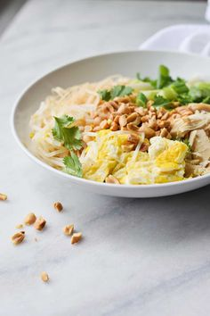 Wow your friends and family with this Better Than Take-Out Pad Thai recipe. This pad Thai recipe is absurdly easy and fast to make. You may as well throw out those take-out menus because you won't need them anymore. Healthy Asian Recipes, Thai Recipes, Chicken Recipes, Dinner Recipes, Cooking Recipes, Pad Thai Sauce, Tofu, Easy Pad Thai, Slow Cooker