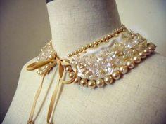 1950年代 小花とフェイクパールのスペイン製付け襟 - Antique Vintage Jewelry.com fromUK