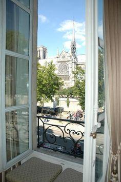Paris est une Fête! — Quai de Montebello, Paris 5e.