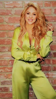 Shakira Hair, Shakira Mebarak, Beautiful People, Beautiful Women, Female Singers, Woman Crush, Britney Spears, Hollywood Actresses, Outfit