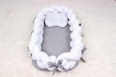 61 New Ideas For Sewing Baby Bedding Mom Baby Cot Bumper, Baby Crib Bumpers, Baby Crib Bedding, Nursery Crib, Baby Cribs, Baby Travel Bed, Baby Sewing Projects, Diy Baby, Crochet Baby