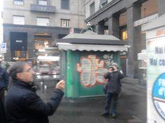 La Russa makes a picture by mobile
