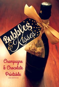 From New Year's Eve, Weddings or any celebration, grab this Bubbles and Kisses Champagne and Chocolate FREE Printable Gift Tag to add to your champagne bottle! | OHMY-CREATIVE.COM Free Printable Gift Tags, Free Printables, Champagne Gifts, Kids Party Themes, Party Ideas, Neighbor Gifts, New Year Gifts, Wine Gifts, Wine