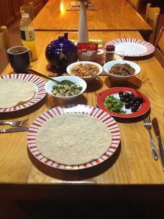 Wonderful meals that can easily prepared in a hostel/ shared kitchen (tried and tested during a holiday in New Zealand) New Zealand Holidays, Did You Eat, Plant Based Diet, Hostel, Vegan Recipes, Meals, Cake, Kitchen, Desserts