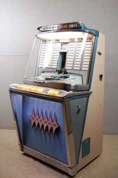 Jukebox, Antique Record Player, Vending Machine, Slot Machine, Retro, Radio Antigua, Warehouse Design, Music Machine, Garage Makeover