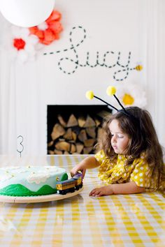bumble bees and trains birthday cake / toddler birthday party