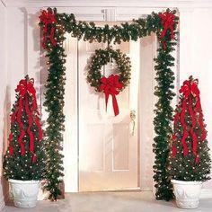 É o Natal. É o Natal. É o Natal. Front Door Christmas Decorations, Christmas Front Doors, Christmas Porch, Noel Christmas, Christmas Centerpieces, Xmas Tree, Christmas Lights, Christmas Crafts, Christmas Ornaments