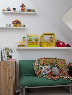 I like this little futon ! and who dose not want to display Lego right!