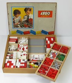Vintage LEGO Box Set - I lusted after this but only rich kids could afford it as it was very expensive 1970s Childhood, My Childhood Memories, Childhood Toys, Sweet Memories, Vintage Lego, Retro Vintage, 70s Toys, Retro Toys, Lego Sets