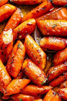 Honey Garlic Butter Roasted Carrots are the best side dish to add to your dinner table! Buttery, tender carrots roasted with the best sauce! Carrot Recipes, Veggie Recipes, Vegetarian Recipes, Cooking Recipes, Healthy Recipes, Broccoli Recipes, Honey Roasted Carrots, Baked Carrots, Maple Syrup Carrots