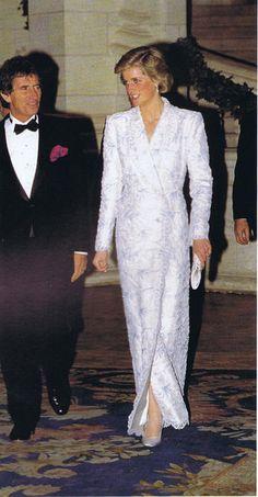 Catherine Walker and Princess Diana - Dianas Gowns Princess Diana Dresses, Princess Diana Fashion, Princess Kate, Princess Of Wales, Princes Diana, Diana Williams, White Evening Gowns, Catherine Walker, Lady Diana Spencer