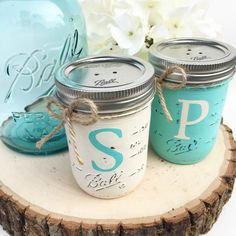 Mason Jar Salt and Pepper Shakers Farmhouse Kitchen Mason Jar Rustic Farmhouse Country Home Decor Kitchen Decor Organization Mason Jar Kitchen, Ball Mason Jars, Mason Jar Gifts, Mason Jar Diy, Mason Jar Projects, Diy Projects, Shabby Chic, Painted Mason Jars, Painted Bottles