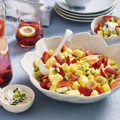Fruitsalade met basilicumroom