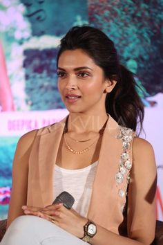 Deepika Padukone and Arjun Kapoor were in Hyderabad recently to promote their movie 'Finding Fanny', which releases on September Deepika looked lo. Bollywood Girls, Bollywood Actors, Bollywood Celebrities, Bollywood Fashion, Indian Celebrities, Deepika Ranveer, Deepika Padukone Style, Finding Fanny, Dipika Padukone