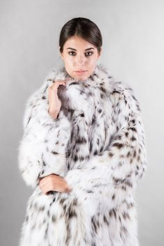 Skandinavik fur is the best online fur jackets store for ladies and men's fur coats & offers Mink fur, Beaver fur, Russian Fur coats and Fox fur coats at discount prices. Fox Fur Coat, Fur Coats, Fur Ankle Boots, Mens Fur, Fabulous Furs, Fall Fashion Trends, Fashion Bloggers, Lynx, Black Blazers