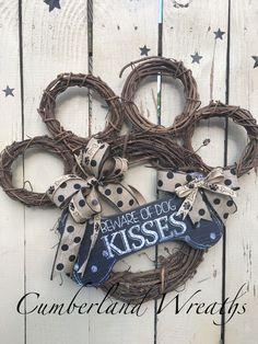 Panther Paws wreath - BACK TO SCHOOL? Beware of dog kisses. Dog Crafts, Cute Crafts, Crafts To Make, Arts And Crafts, How To Make Wreaths, Paw Print Crafts, Paw Print Art, Craft Gifts, Diy Gifts