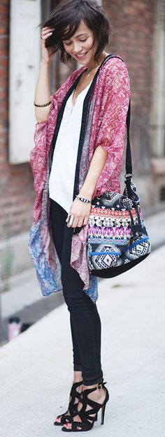 Zoe Jonak is wearing a kimono from Janet & John, top from H&M, shoes from Zara and a bag from Promod