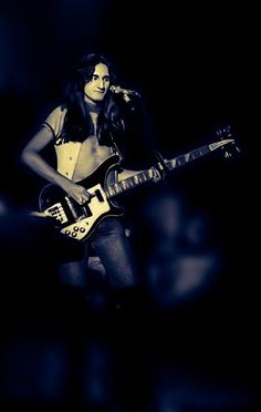 Become The Best Guitar Player Out There! Learn Bass Guitar, Guitar Shop, Music Guitar, Playing Guitar, Rickenbacker 4001, Rush Concert, Rush Band, Geddy Lee, Alex Lifeson