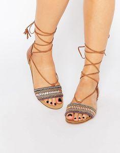 Imagen 1 de Sandalias con cordones y adornos de New Look