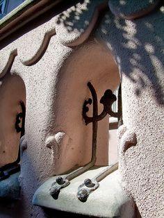 District Art Nouveau a Hongria Art Nouveau, Art Deco, Austro Hungarian, Antique Items, Amazing Architecture, Hungary, Budapest, Windows, Doors