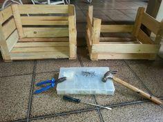 Casinha para Maya feita com caixas de madeira recicláveis.