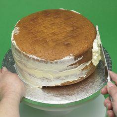 Le torte creative di Claudia Prati: Tecniche base: come ricoprire una torta con pasta di zucchero