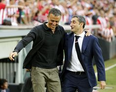 El entrenador del FC Barcelona, Luis Enrique (i), saluda al del Athletic de…